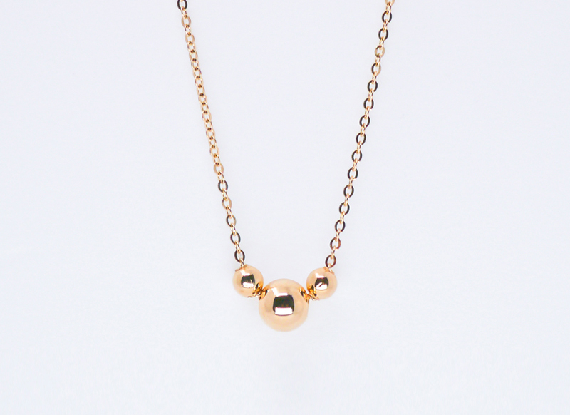 Three gold ball necklace